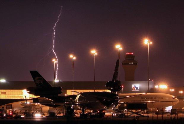 tulburente, avion, fulger