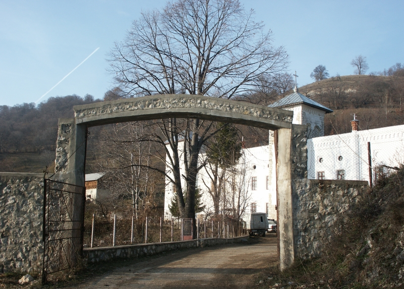 Arnota, munte, manastirea