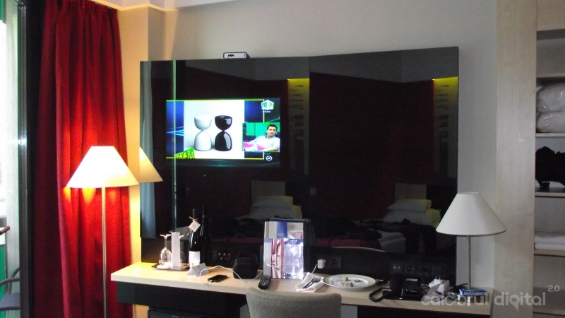TV, oglinda, hotel bradet, antistres