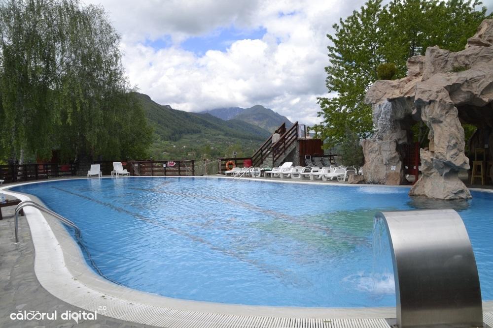 club-vila-bran-piscina-exterioara