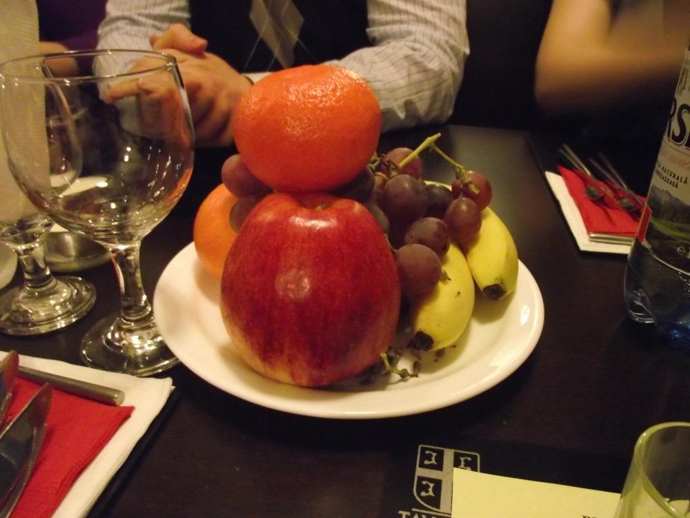 taverna sarbului, fructe