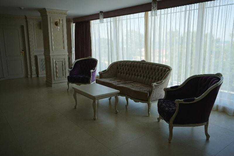 hol, canapea, scaune, hotel sulina mamaia