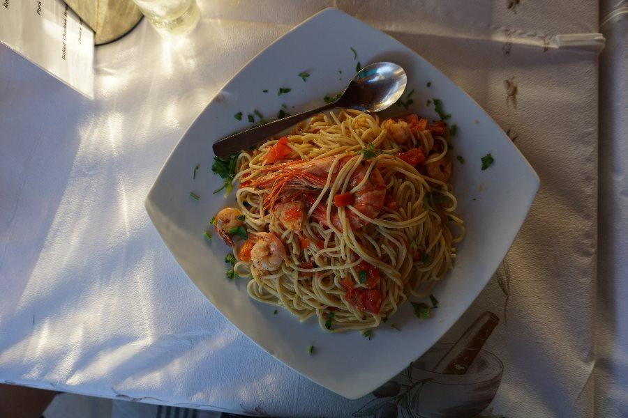 spaghete, creveti, taverne corfu