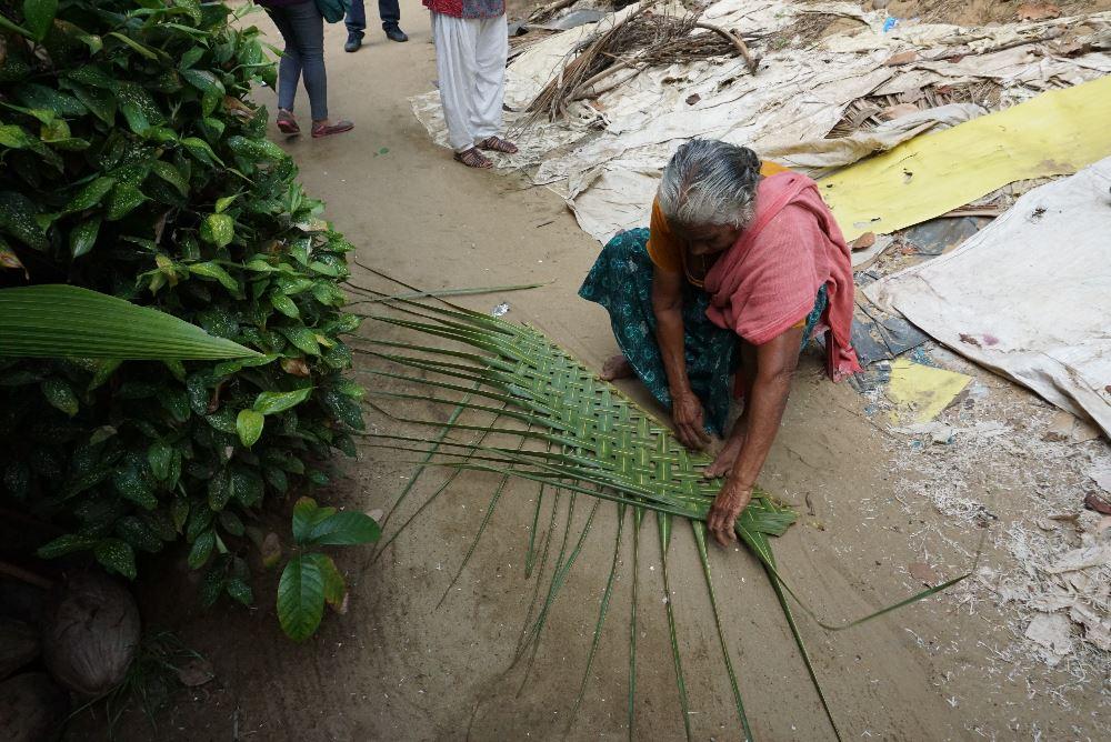kerala, ecoturism, impletirea frunzelor de palmier