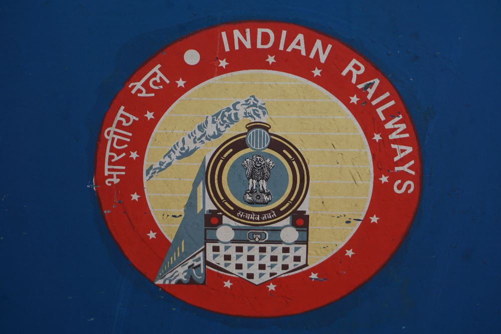 malabar express, india, tren, indian railways