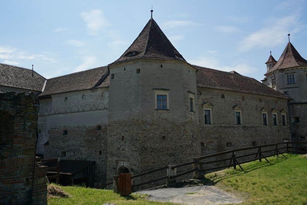 Cetatea Fagarasului, Turnul Negru, Casa Doameni