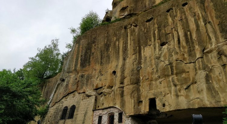 Manastirea Rupestra Corbii de Piatra