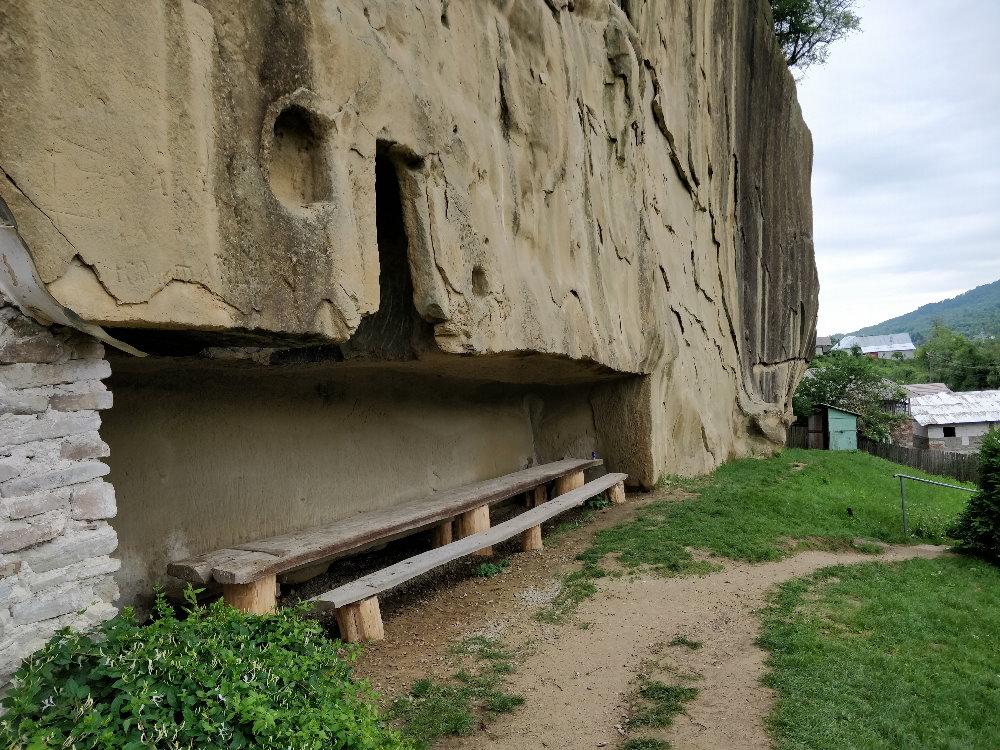 Manastirea Rupestra Corbii de Piatra, trapeza